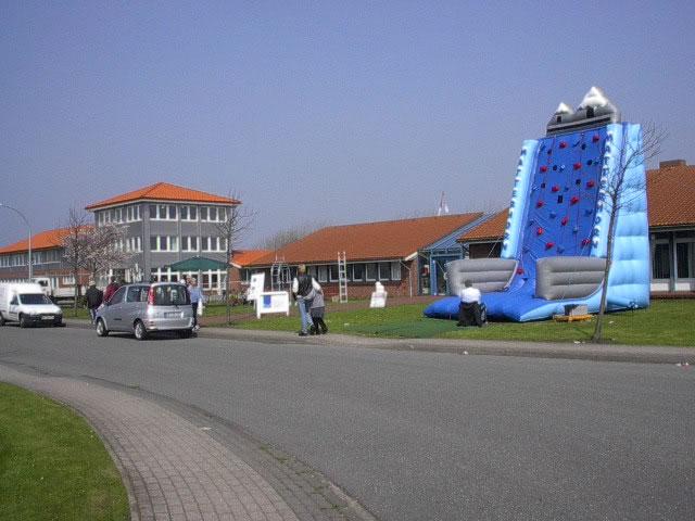 Frühjahrsmarkt im Niebüller Gewerbegebiet 2002